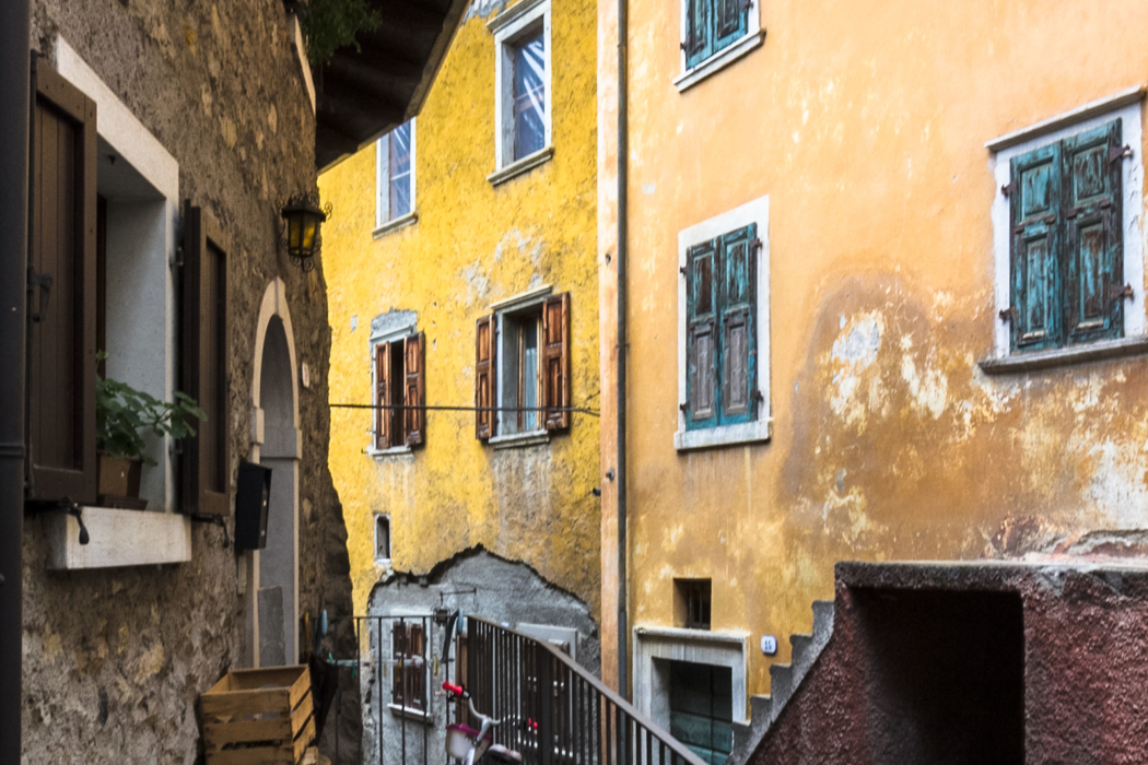 Der Borgo di Frapporta wirkt wie ein jahrhundertelang gewachsener und verschachtelter Organismus.