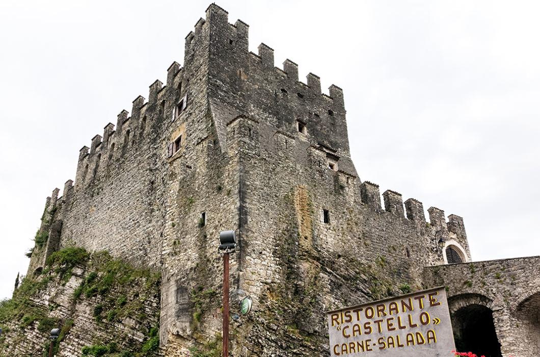 """Das Ristorante """"Castello"""", direkt an der Burgmauer, hatte bei unserem Besuch leider geschlossen."""