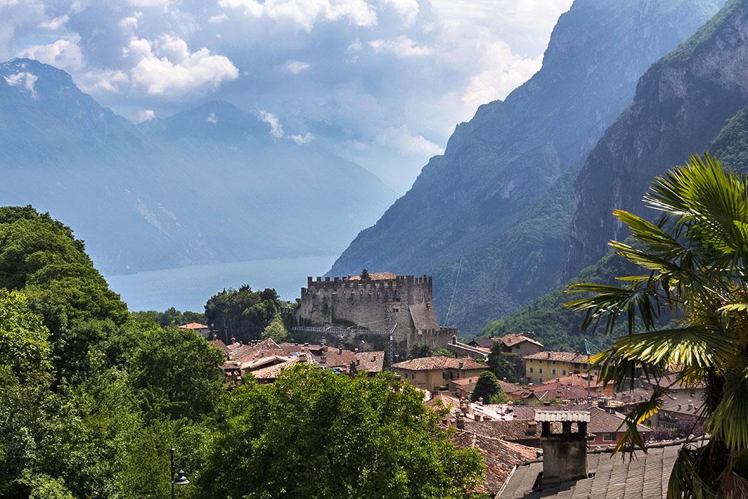 Garda Trentino: Tenno – Mittelalterlicher Borgo mit Burgruine und Traumblick auf den Gardasee