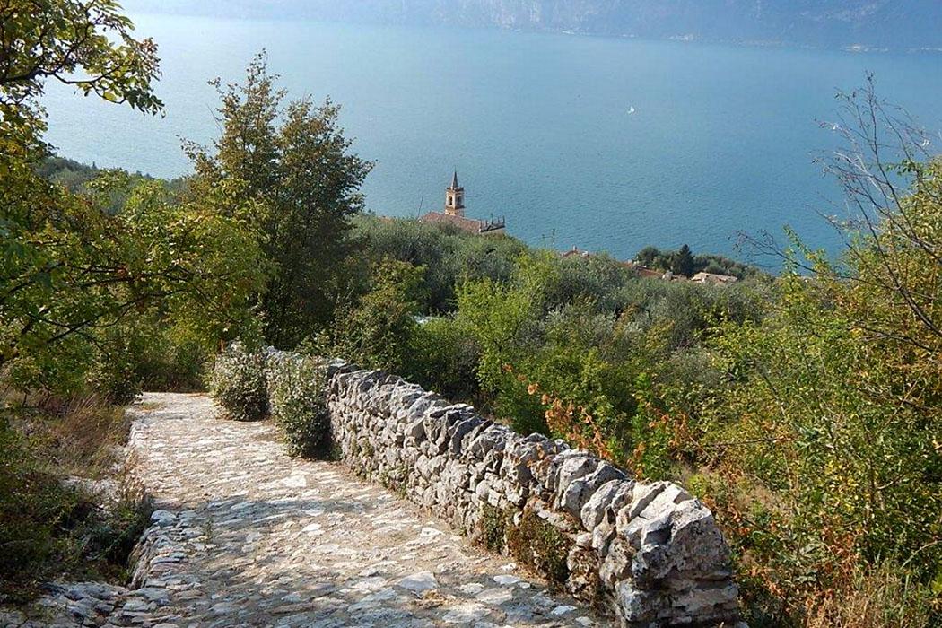 Gardasee: Cassone di Malcesine - Ruhig und ursprünglich Bassa Via del Garda cassone di malcesine-ol Unterwegs auf dem Weitwanderweg Bassa Via del Garda (BVG) entlang alter Wirtschaftswege.