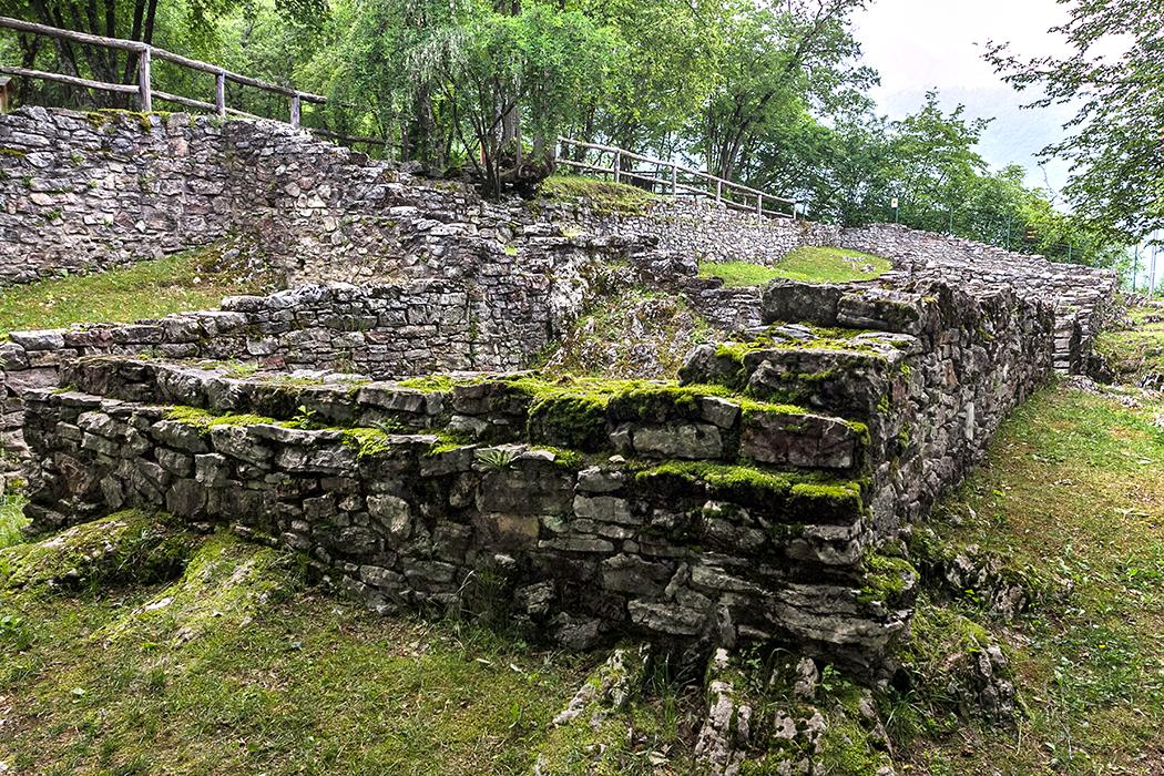 Die Anlage bestand aus mehreren Räumen, bisher konnte noch nicht eindeutig nachgewiesen werden, welcher Gottheit der Tempel einst geweiht war.