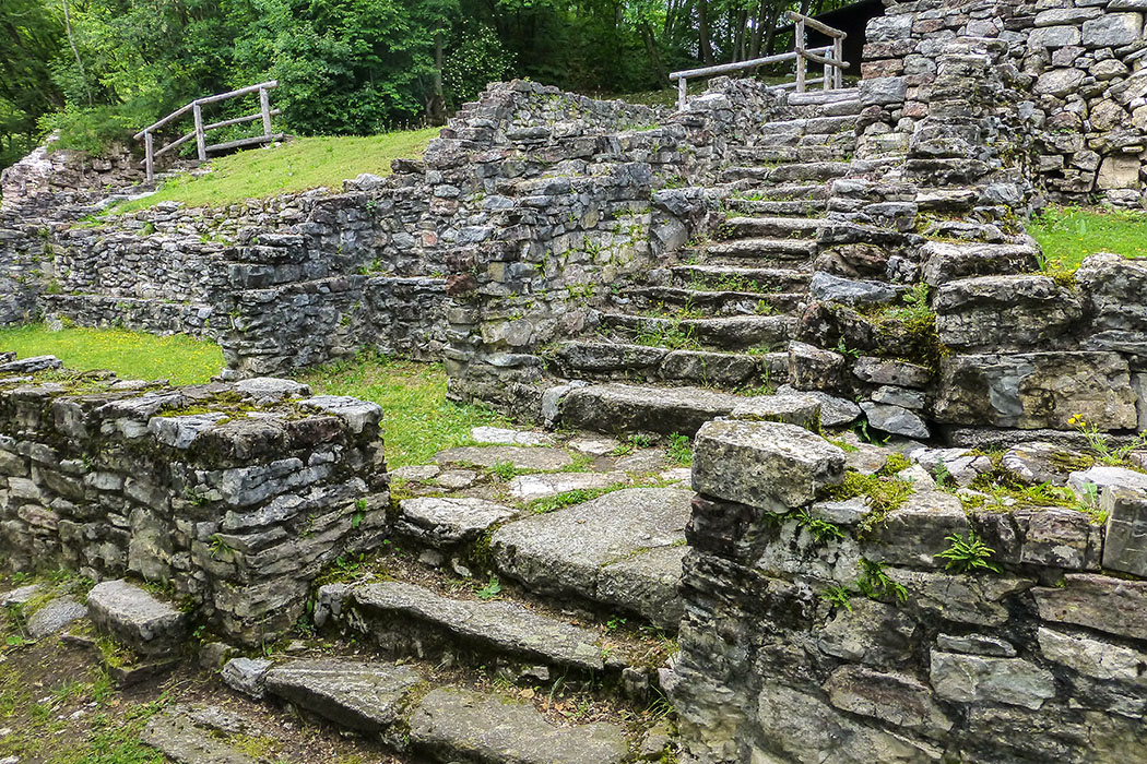 Ab Ende des 1. Jh. v. Chr. wurde von römischen Siedler auf dem Monte San Martino ein Heiligtum erbaut, das bis ins 3. Jahrhundert weiter genutzt wurde.