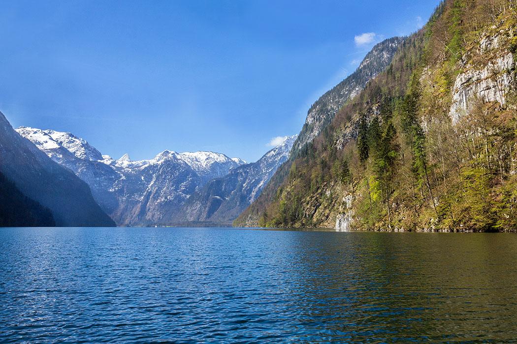 Oberbayern: Königssee - Von Salet zur Fischunkelalm am Obersee - Deutschland, Oberbayern, Berchtesgadener Land, Schoenau, Koenigssee, Bergsee, Nationalpark Berchtesgaden, Trogtal, Eiszeit, Gletscher, April 2017
