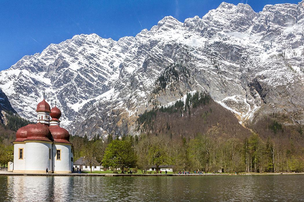 Oberbayern: Königssee - Von Salet zur Fischunkelalm am Obersee - Deutschland, Oberbayern, Nationalpark Berchtesgaden, Königssee, Watzmann, Ostwand, St. Bartolomae, Kirche, Hirschau, April 2017
