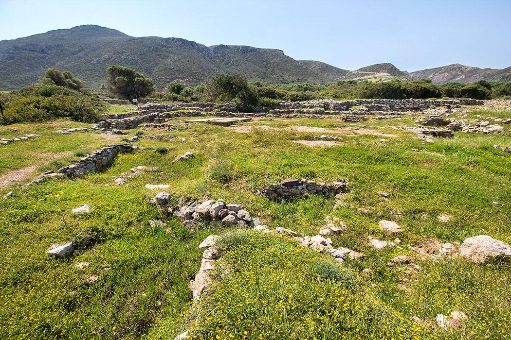 Schon beim ersten Überblick ist eine ehemals dichte Bebauung in der minoischen Stadt Elia (heute Roussolakos genannt) deutlich erkennbar.