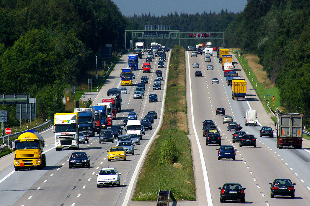 Oberbayern: 10 Ausflüge im Berchtesgadener Land und Salzburg - Oberbayern, Autobahn A8, Holzkirchen, Richtung Salzburg