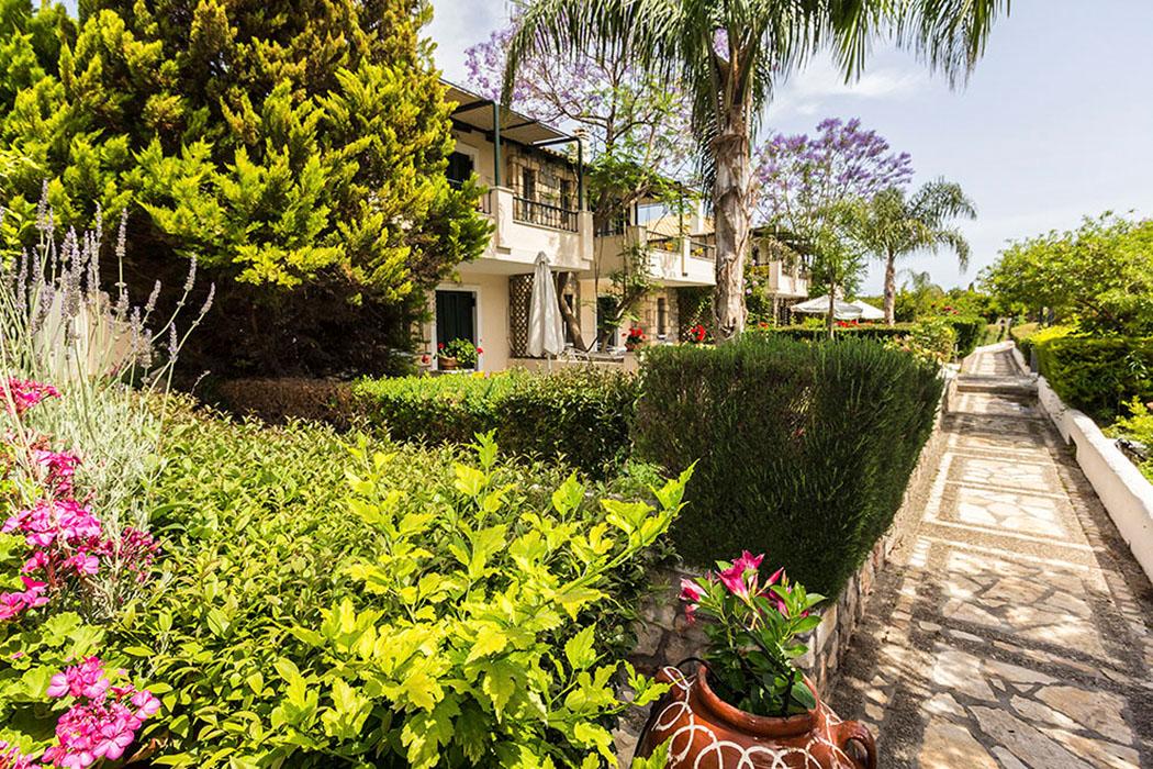 Peloponnes: Sunny Garden Aparthotel in Archea Epidavros (Werbung)