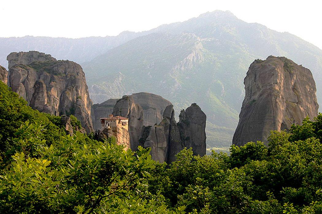 Meteora: Das Kloster Rousánou wird heute von Nonnen bewohnt. Es wurde im Jahre 1388 gegründet.