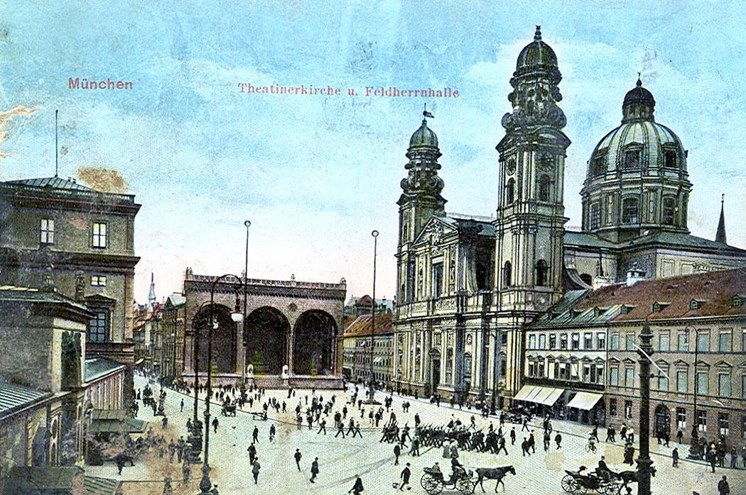 """Muenchen_Feldherrnhalle_ol Die Postkarte """"München – Theatinerkirche und Feldherrnhalle"""" stammt vom 19. März 1916 und zeigt den Odeonsplatz in München. Foto: Kollektion Wolfgang Sauber, Wikipedia."""