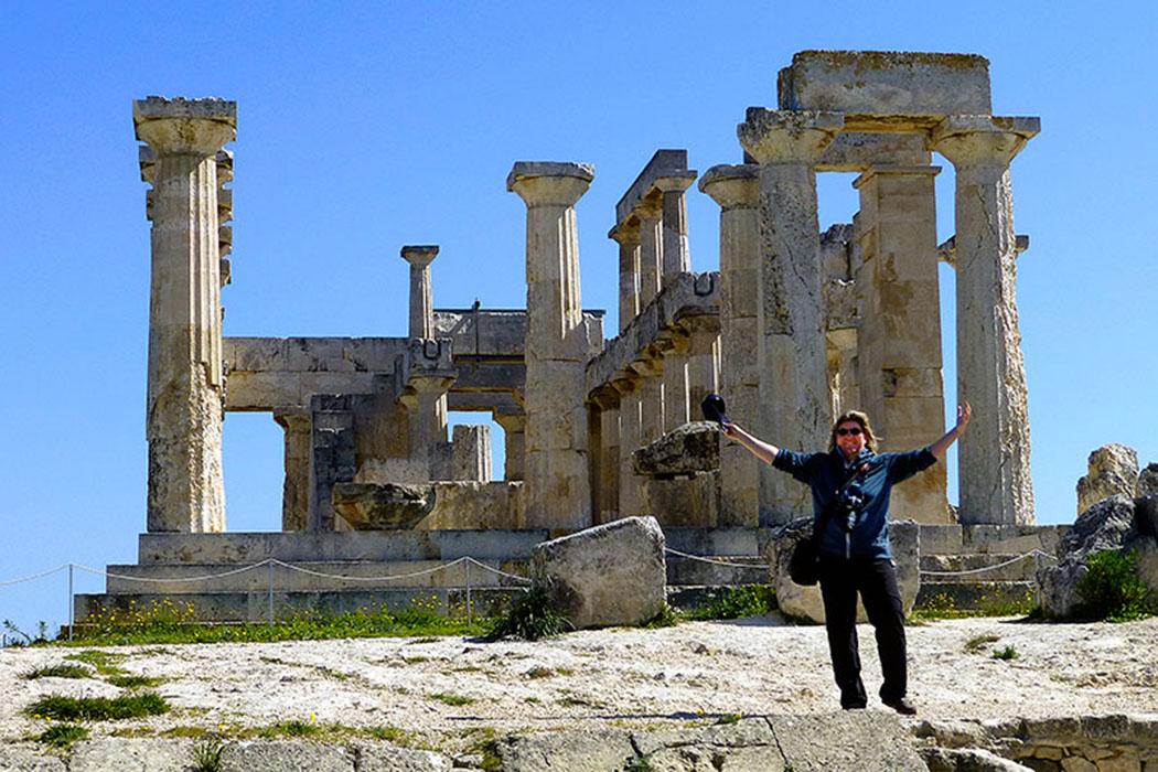 aegina_temple_aphaia - Moni's Glücksgefühle beim Aphaia-Tempel auf Ägina.