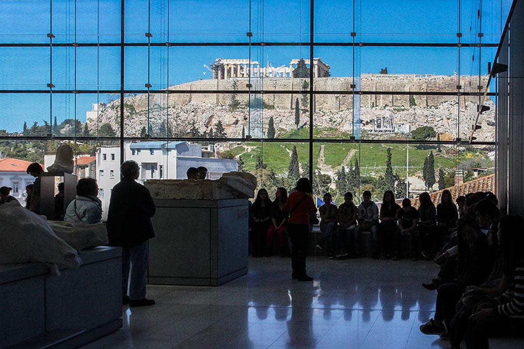 athen_staedtereise_sehenswuerdigkeiten - Das neue Akropolis-Museum in Athen verwahrt Fundstücke vom Akropolisfelsen.