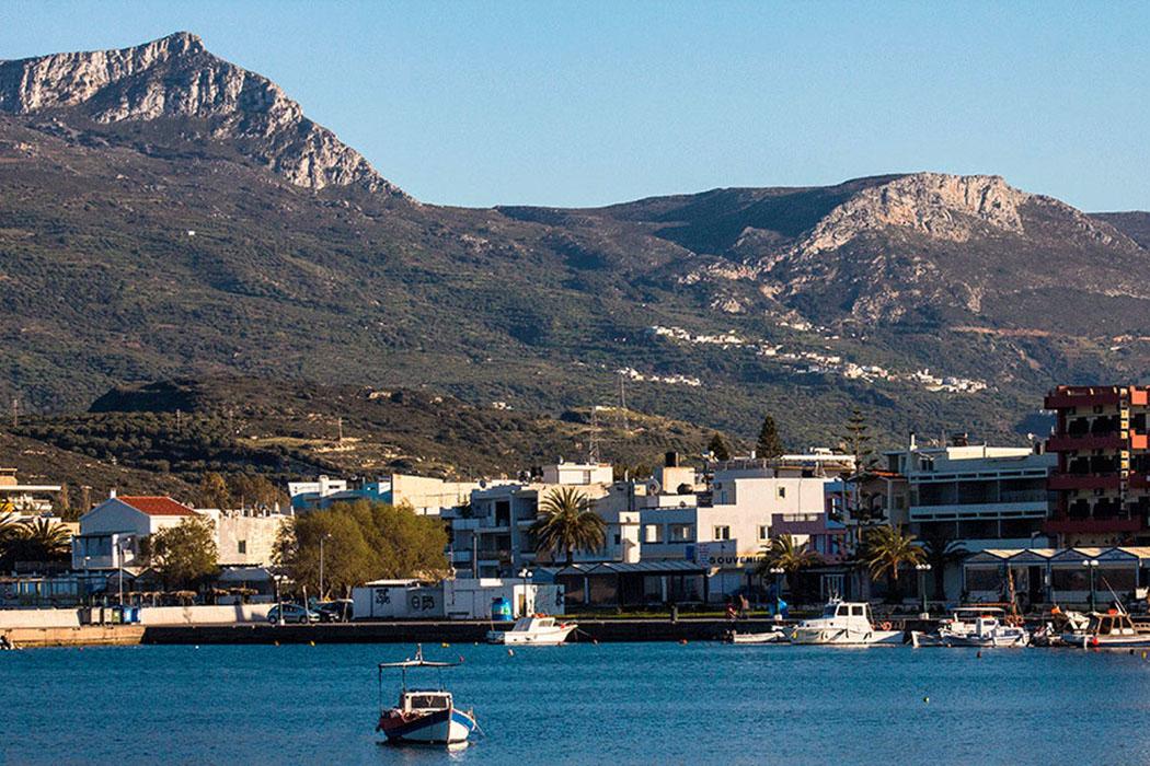 crete_sitia_mountains Blick vom Hafen in Sitia hinüber zum Bergmassiv des Prinias.