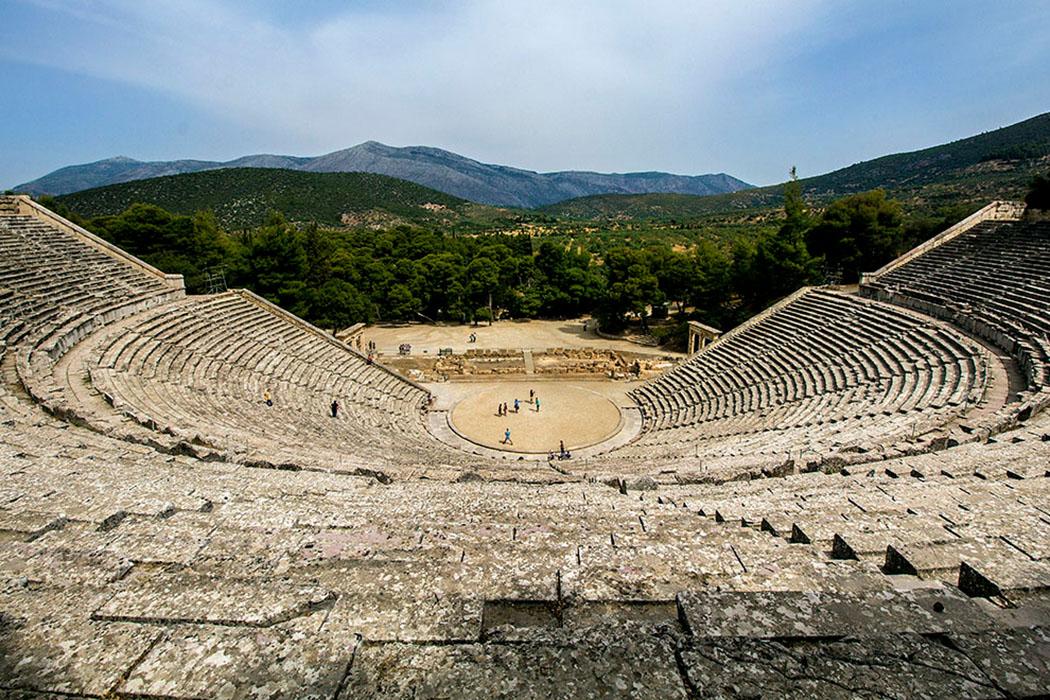 Imposantestes Bauwerk von Epidauros ist das antike Theater. - greece- argolis-epidauros-theatre