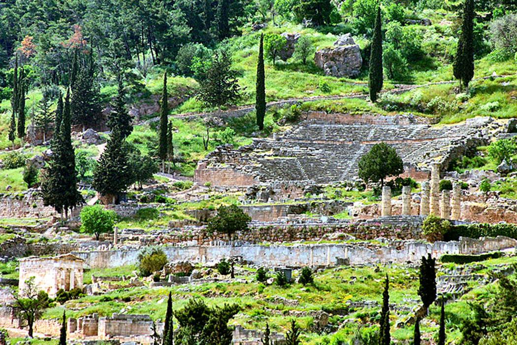 griechenland-delphi-gesamtansicht - Gesamtansicht auf die Orakelstätte von Delphi.