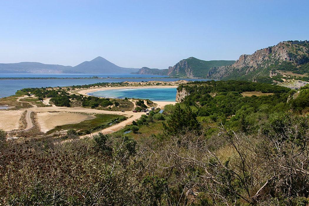 voidokilia-beach-02-pylos-gialova-navarino-messinia-peloponnes-greece - Die berühmte Voidokilia Beach bei Pylos in der Navarinobucht.