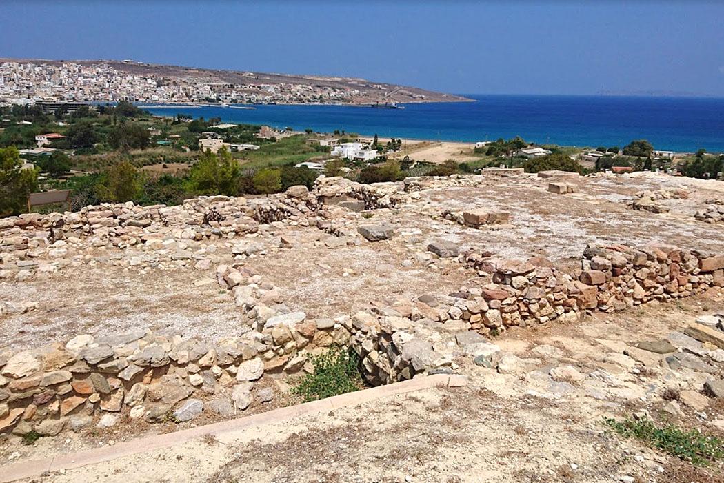 petras_sitia_Paola Manni-small - Östlich von Sitia liegen die Ruinen der minoischen Hafenstadt Petras, mit palastähnlichem Zentralgebäude. Petras stellte in der Mittelminoischen Epoche ein mächtiges Zentrum in der Region an der Nordostküste von Kreta dar. Foto: Paola Manni