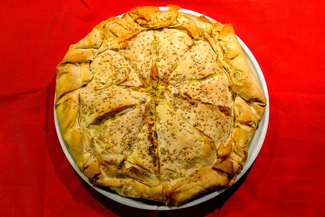 Kotopita - Griechische Huehnchen-Pastete 15 - Griechische Kotopita: Außen knusprig, innen saftig. Unser Rezept wird die ganze Familie oder eure Freunde zu Wiederholungstätern machen!