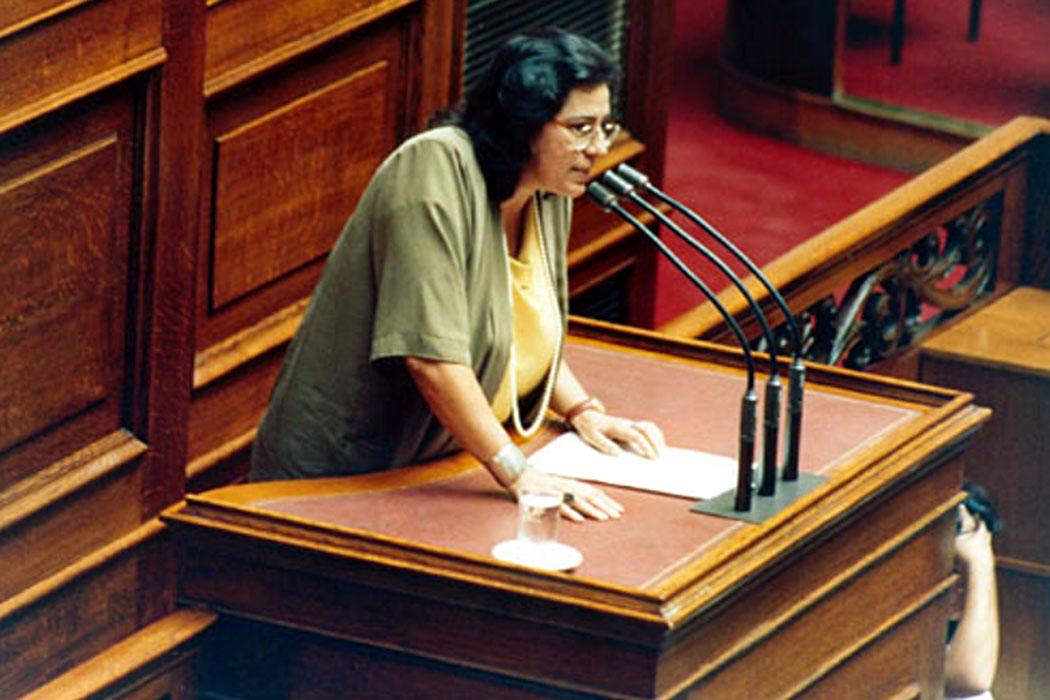 Maria Farantouri: Die größte Stimme Griechenlands wird siebzig - maria_fanantori_greek_parlament - Maria Faranntour als PASOK-Abgeordnete im Parlament. Foto: www.farantouri.gr