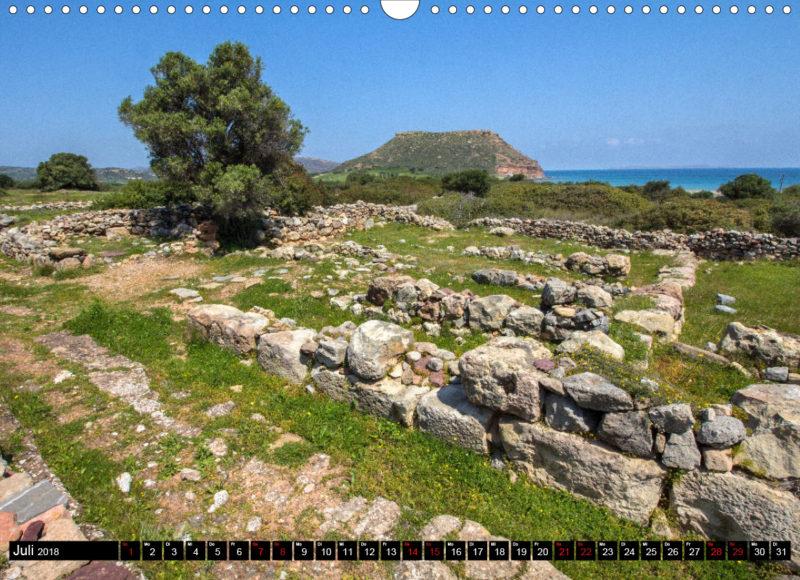Fotokalender: Ostkreta - Zwischen Sitia und Ierapetra - Palekastro: Die minoischen Ausgrabungen von Roussolakos werden vom Tafelberg Kastri überragt