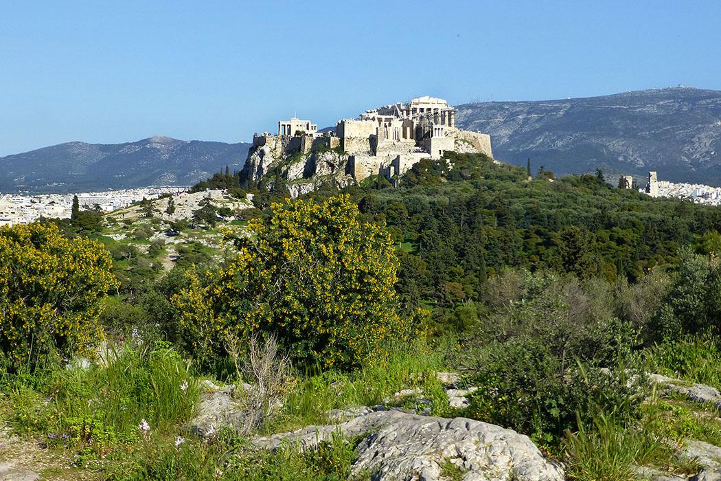 Griechenland: Übernachtungssteuer ab Januar 2018 - reise-zikaden.de - athens, akropolis, pnyx - Panoramablick in Athen: Vom Pnyx-Felsen auf die weltberühmte Akropolis von Athen.