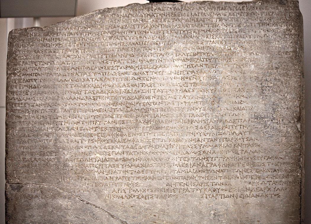 hierapytna_stele_lytos_rhodos_2 jhd.n.chr.01 - Dieses Bruchstück zeigt den Vertrag zwischen den Stadtstaaten Hierapytna, Lyttos und Rhodos aus dem 2. Jahrhundert v. Chr. Heute befindet sich das Fundstück im Museo Archeologico Nazionale von Venedig. Foto: Wikipedia, Mongolo1984