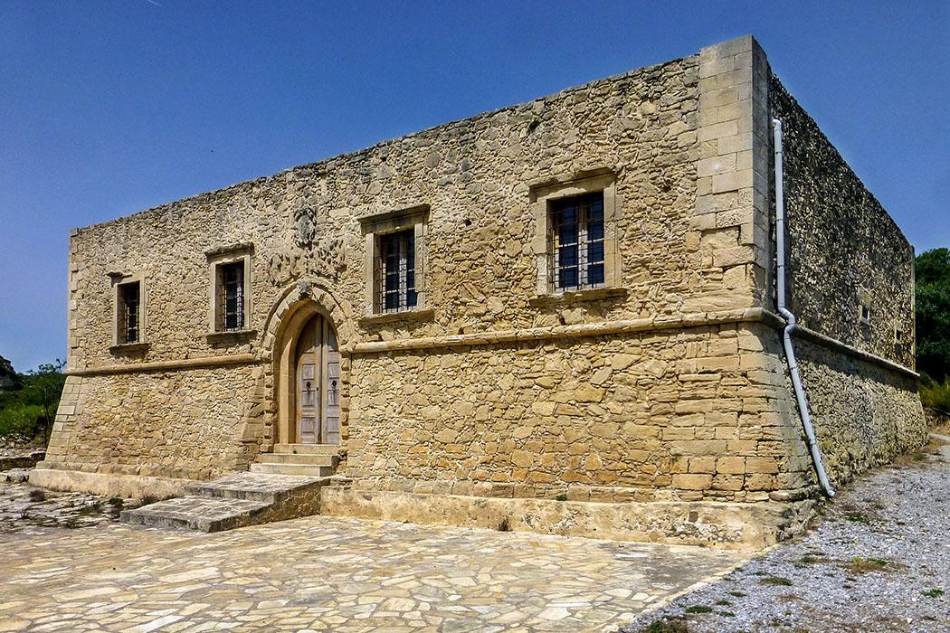 reise-zikaden.de, greece, crete, lasithi, sitia, lefki, etia, palazzo, villa de mazzo - In Etia wurde im 15. Jahrhunderts die dreistöckige venezianische Villa de Mazzo erbaut. Während der Kämpfe des kretischen Widerstands gegen die Osmanen, wurden die Obergeschosse zerstört.