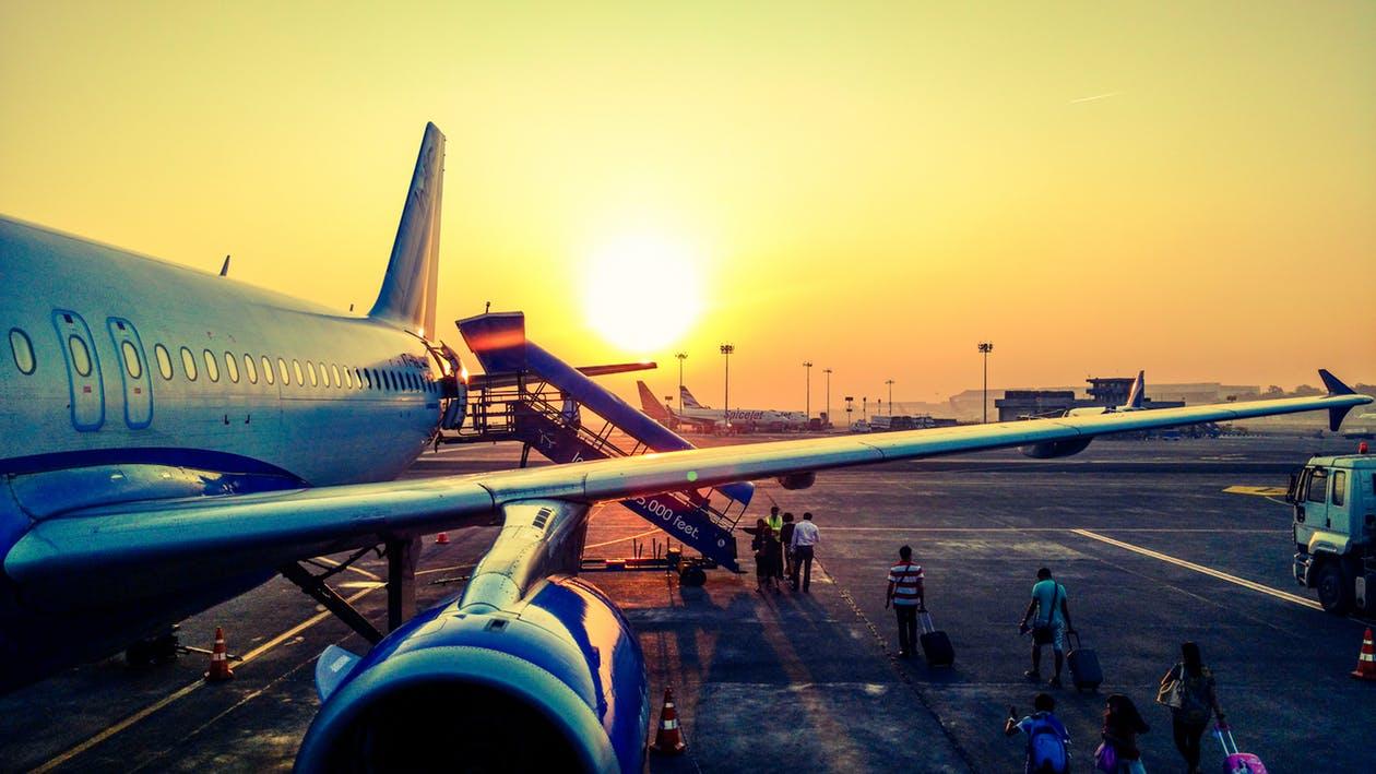 Entschädigung bei Flugverspätungen und Flugausfall (Werbung) - Flughafen_pexels-photo-723240 - FairPlane - Entschädigung bei Flugverspätungen und Flugausfall - Fällt ein Flug aus oder verspätet sich dieser stark, haben Passagiere ein Anrecht auf Betreuung und eine Ausgleichszahlung.