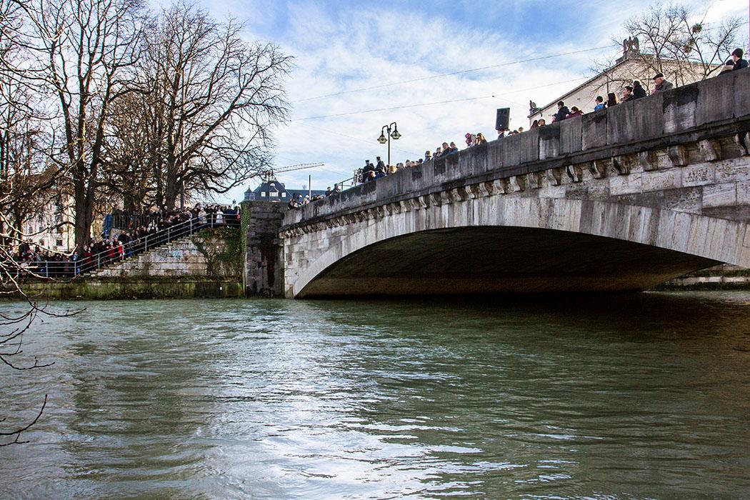 Am 6. Januar 2018 wurde an der Münchner Ludwigsbrücke von der Griechisch-Orthodoxen Metropolie das Fest der Epiphanie gefeiert.