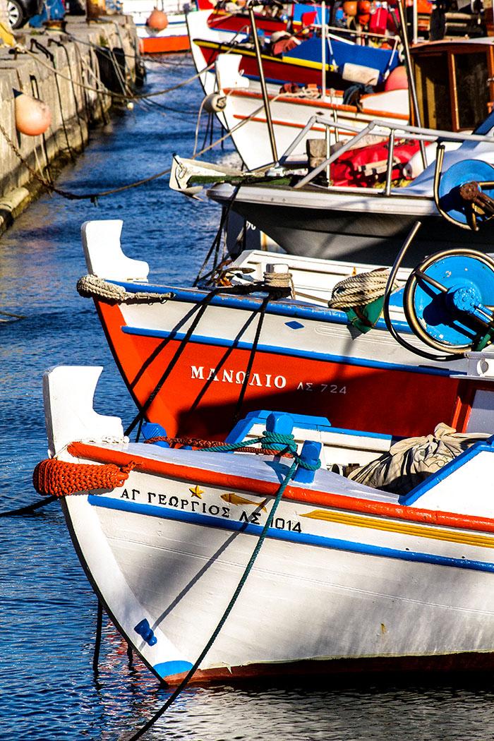 reise-zikaden.de, Monika Hoffmann, greece, griechenland, crete, kreta, sitia, siteia, promenade, harbour, boats, boote - Die Hafenbucht mit den Fischerbooten ist immer ein abwechslungsreicher Ort für eine Altstadtrunde durch Sitia.