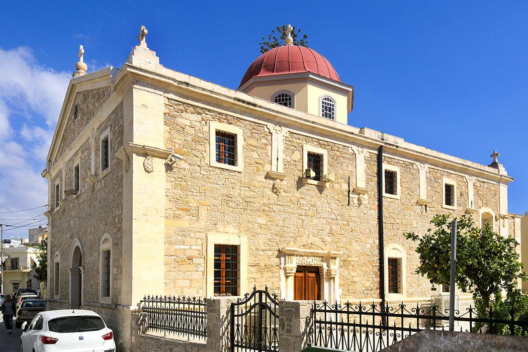 Ierapetra, Agios Georgios Church, - Agios Georgios ist die Metropolitankirche von der Provinzhauptstadt Ierapetra. Gleichzeitig ist Georgios der Schutzheilige der Stadt. Agios Georgios ist Sitz des Metropoliten, einem Oberbischof der einem Bund von Bistümern vorsteht. Foto: Wikipedia, C messier