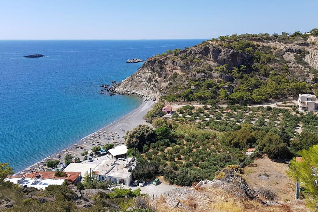 crete_ierapetra_ferma_agia fotia beach - Der von steilen Felsen umgebene Agia Fotia Beach liegt drei Kilometer östlich von Ferma und wird an Wochenenden immer gut besucht.
