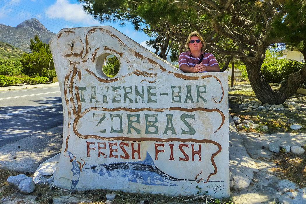 reise-zikaden.de, Monika Hoffmann, greece, griechenland, crete, kreta, ierapetra, ferma, taverna zorbas - Zurück im Dorf Ferma nach über zwanzig Jahren: Unsere erste Reise nach Kreta führte uns im April 1992 in die Region östlich von Ierapetra. Bei unserem Check-Up-Besuch 2015 war die Taverne-Bar Zorbas geschlossen.