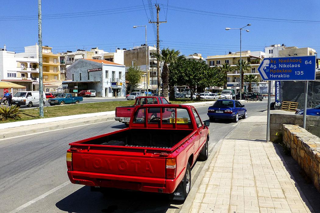 Autoliebhaber gibt es natürlich auch in Ostkreta: Ein aufgemotzter Pickup, frisch lackiert und mit Alufelgen.