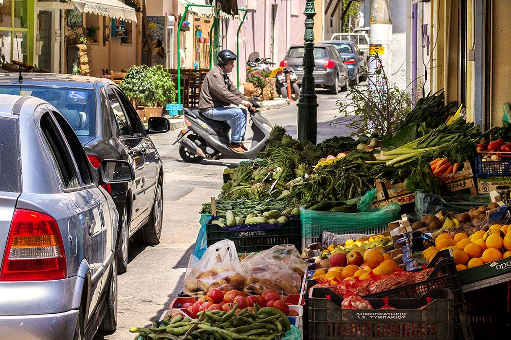 Wir bekommen beim Bummel durch die Altstadt von Sitia sofort Ideen für unser Abendessen.