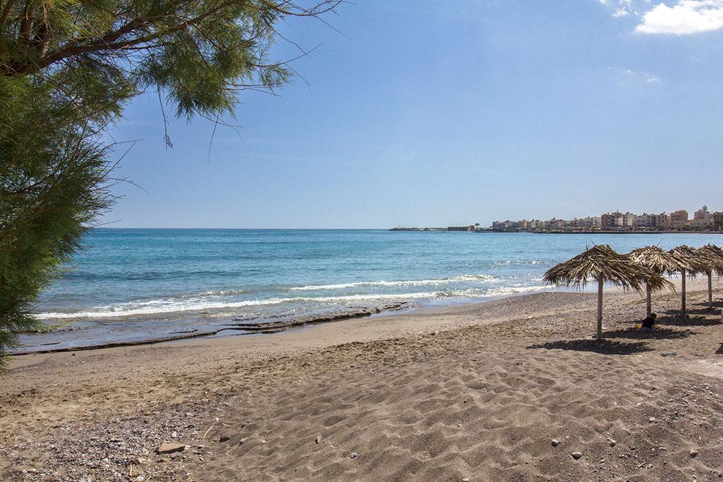 reise-zikaden.de, greece, griechenland, crete, kreta, ostkreta, ierapetra, beach - Der Ierapetra Beach wird von der Uferpromenade unterbrochen und setzt sich östlich des Stadtzentrums fort. Von den Einheimischen wird er auch South Beach oder Paralia Apovathra genannt.