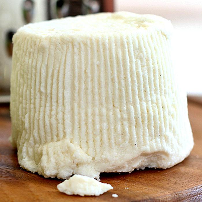 Ricotta wird aus Molke hergestellt, nicht aus Milch. Foto: Wikipedia, Paoletta S.