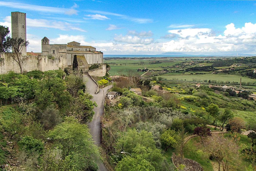 Latium: Tarquinia – Etrusker-Hauptstadt mit freskierten Gräbern