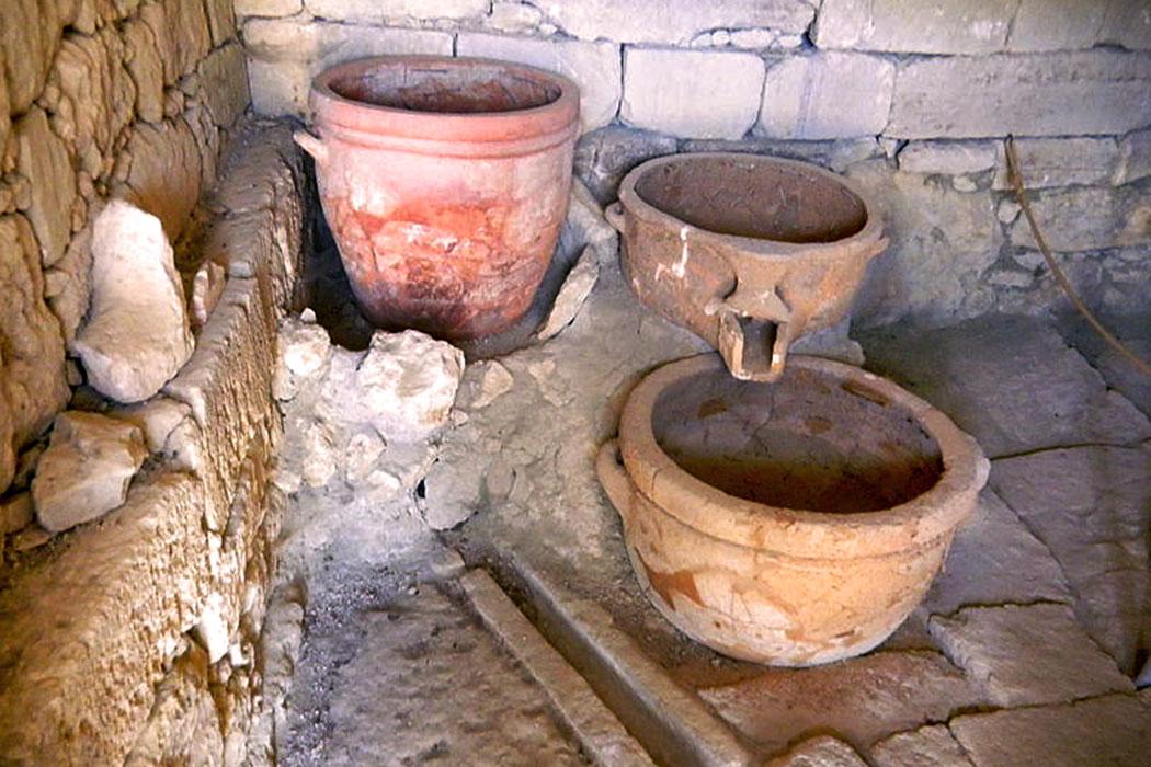 Vathypetro-Elisa Triolo -Die Weinpresse in der Villa Vathypetro datiert auf das 16. Jahrhundert v. Chr. Foto: Wikipedia, Elisa Triolo