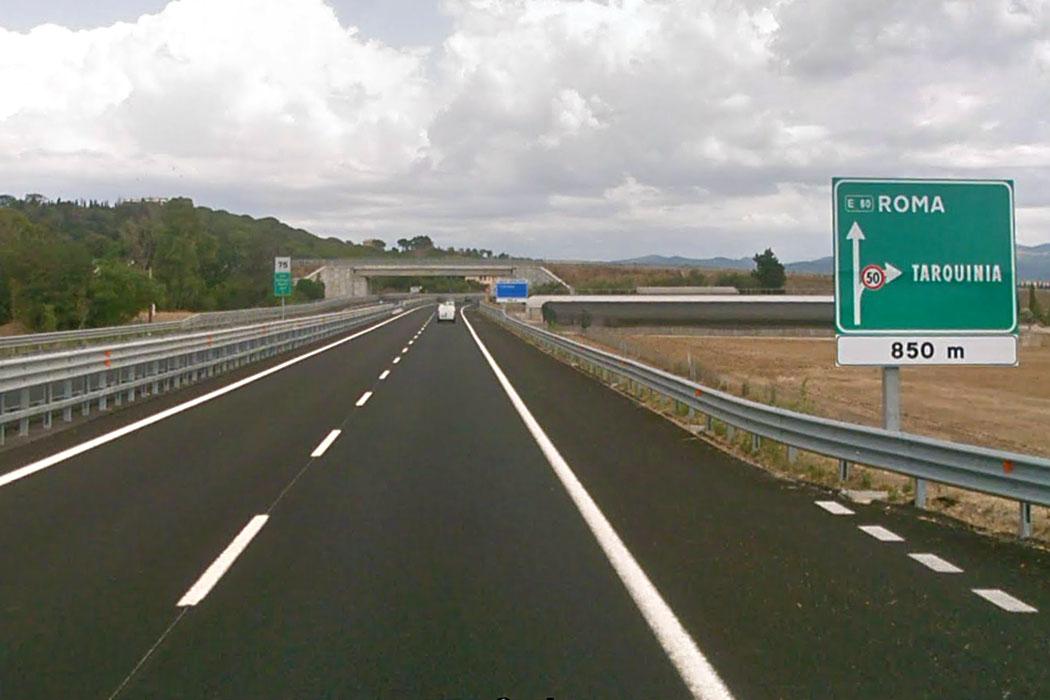 via aurelia e80 ausfahrt tarquinia - Auf der Via Aurelia/E80, Ausfahrt Tarquinia.