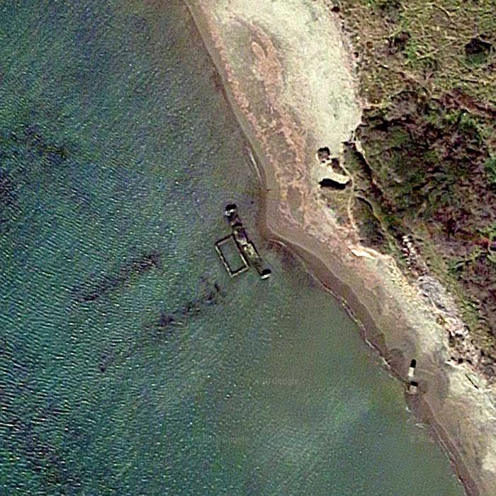 Martanum_google_maps - Die Reste von Mauern und Hafendocks von Martanum am Strand Pian delle Spille bei Marina Velca. Foto: Google Maps