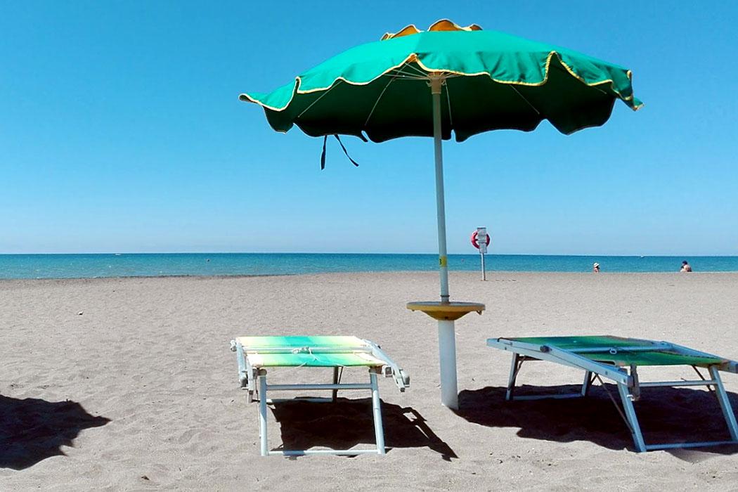 """Latium: Die 5 schönsten Strände bei Tarquinia - Tarquinia, Voltone, Marina Velca , Saint Tropez - Entspannung pur im Strandbad """"Saint Tropez"""" an der Marina Velca beim Voltone."""