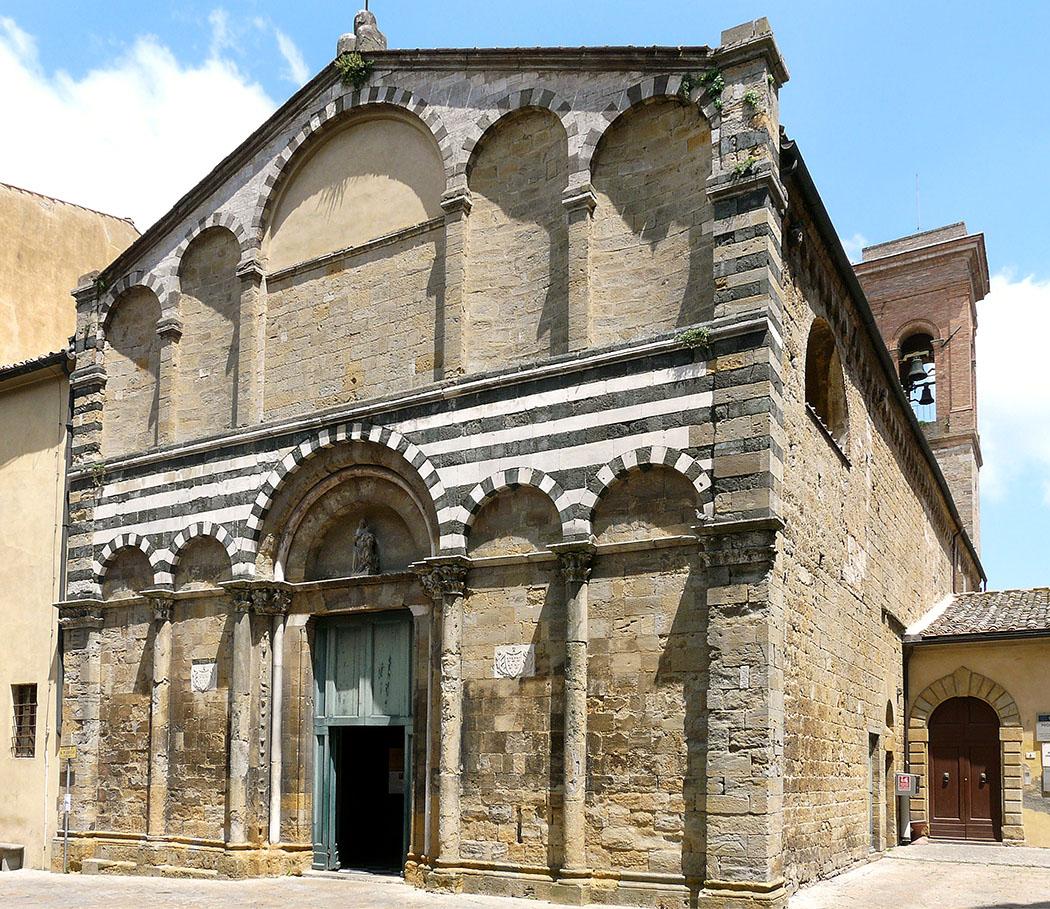 Volterra-chiesa_san_michele_wiki_Davide Papalini_01 - Die Kirche San Michele Arcangelo, an der Piazzetta S. Michele, geht vermutlich auf einen Kirchenbau aus langobardischer Zeit zurück. Foto: Wikipedia, Davide Papalini