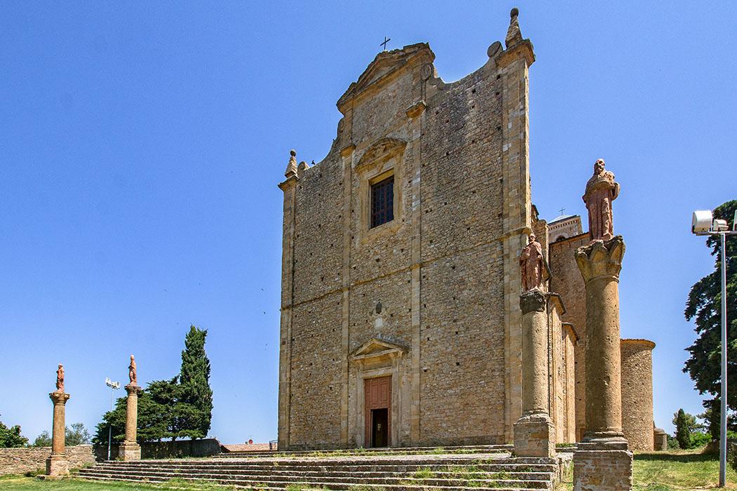 Der Architekt Ludovico Incontri aus Volterra wählte für den Bau von San Giusto Nuovo den Hügel Prato Marzio.