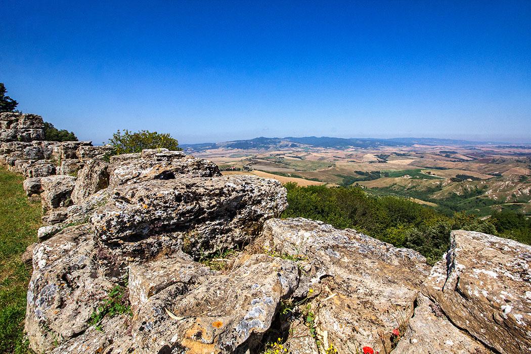 Toskana: Volterra - Etruskische Stadtmauern an den Klippen der Balze