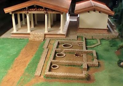 volterra tempio cisterna acropoli velathri - Modell der beiden etruskischen Tempel von Volterra. Davor die römische Zisterne.
