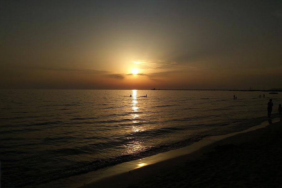 Toskana: Vada Volaterrana – Der antike Hafen von Volterra - Rosignano Marittimo, beach, vada - Antike Häfen üben eine magische Anziehungskraft aus. Lage und Name des etruskischen Hafens von Volterra ist bekannt: Vada Volaterrana. Ausgrabungen bei Rosignano Marittimo sind im Gange.