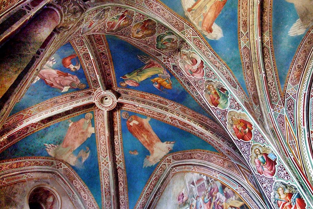 Volterra_san francesco_Cappella della Croce di Giorno_ol - Sehenswert sind die farbenprächtigen Fresken im Stil der Protorenaissance in der Cappella della Croce di Giorno in der Kirche San Francesco. Foto: Wikipedia,Mattana