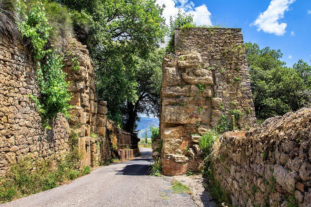 Toskana: Volterra - Porta Diana, etruskisches Stadttor im Norden der Stadt