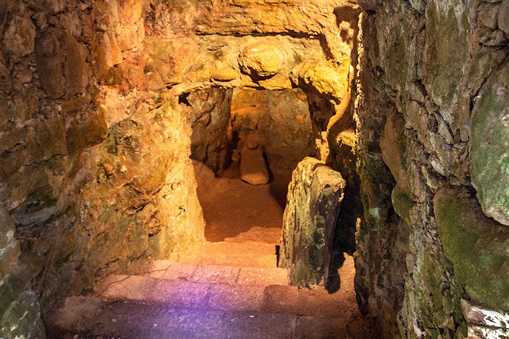 Volterra: Portone-Nekropole - Erkundung von etruskischen Gräbern - reise-zikaden.de, italy, tuscany, volterra, portone marmini nekropole, etruscan tomb