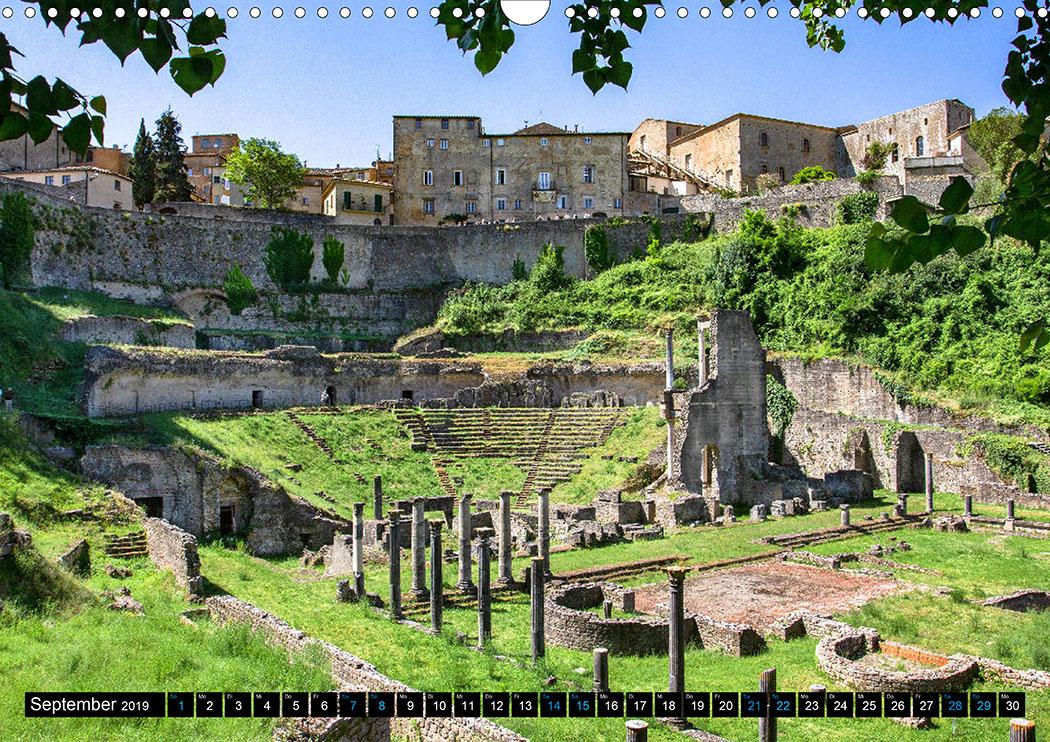 September: Volterra: Der Bau des antiken Theaters wurde von etruskischen Aristokraten finanziert.